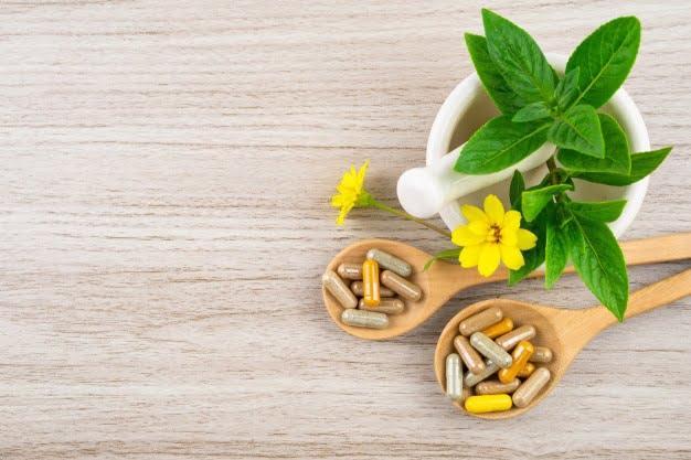 Это изображение имеет пустой атрибут alt; его имя файла - alternative-medicine-vitamins-supplement-from-natural-wood_103324-274.jpg